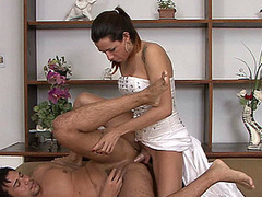 Smashing looking shemale bride in heat ready just about explore her spouse