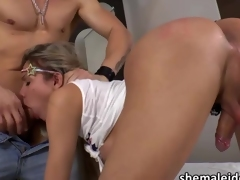 Tgirl teen Gabby Albelha gets her ass fucked hard off out of one's mind her lover