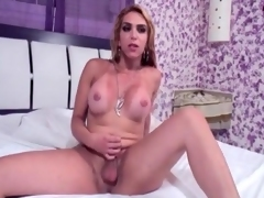Shemale strips off her dress for a blowjob
